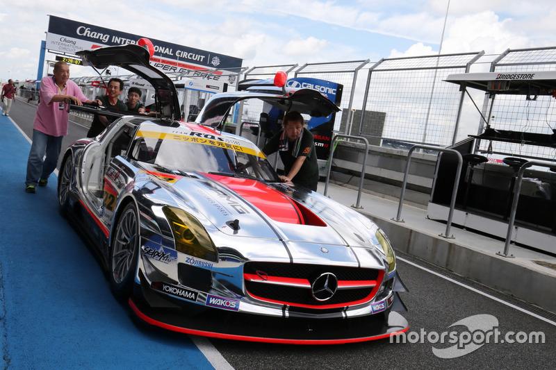 #22 アールキューズ SLS AMG GT3