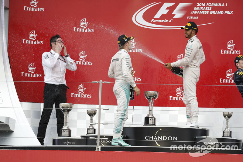 Podium: race winner Nico Rosberg, Mercedes AMG F1, third place Lewis Hamilton, Mercedes AMG F1 and A