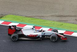Romain Grosjean, Haas F1 Team VF-16 se recupera dejando el circuito