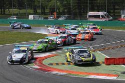 Cairoli taglia la Prima Variante a Monza in Gara 1 della Carrera Cup Italia