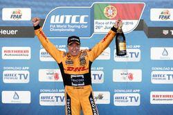Подиум: Том Коронель, Roal Motorsport, Chevrolet RML Cruze TC1