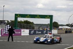 Экипаж Виталий Петров, Кирилл Ладыгин и Виктор Шайтар, #37 SMP Racing BR01 - Nissan пересекает финишную черту