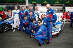 el equipo de #67 Ford Chip Ganassi Racing Ford GT: Marino Franchitti, Andy Priaulx, Harry Tincknell
