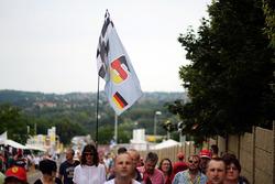 Nico Rosberg, Mercedes AMG F1 bandera y fans
