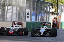 Nico Hulkenberg, Sahara Force India F1 VJM09 y Romain Grosjean, Haas F1 Team VF-16