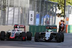 Nico Hulkenberg, Sahara Force India F1 VJM09 and Romain Grosjean, Haas F1 Team VF-16 battle for posi