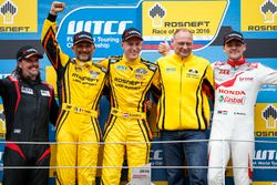 Podium: Race winner Nicky Catsburg, LADA Sport Rosneft, Lada Vesta; second place Gabriele Tarquini, LADA Sport Rosneft, Lada Vesta; third place Norbert Michelisz, Honda Racing Team JAS, Honda Civic WTCC with James Thompson, All-Inkl Motorsport, Chevrolet RML Cruze TC1 and Viktor Shapovalov, Team manager Lada Sport Rosneft
