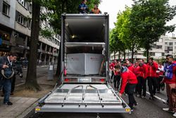 Audi Sport Team Joest Audi R18 about to unload