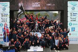 Les vainqueurs Hayden Paddon et John Kennard, Hyundai Motorsport