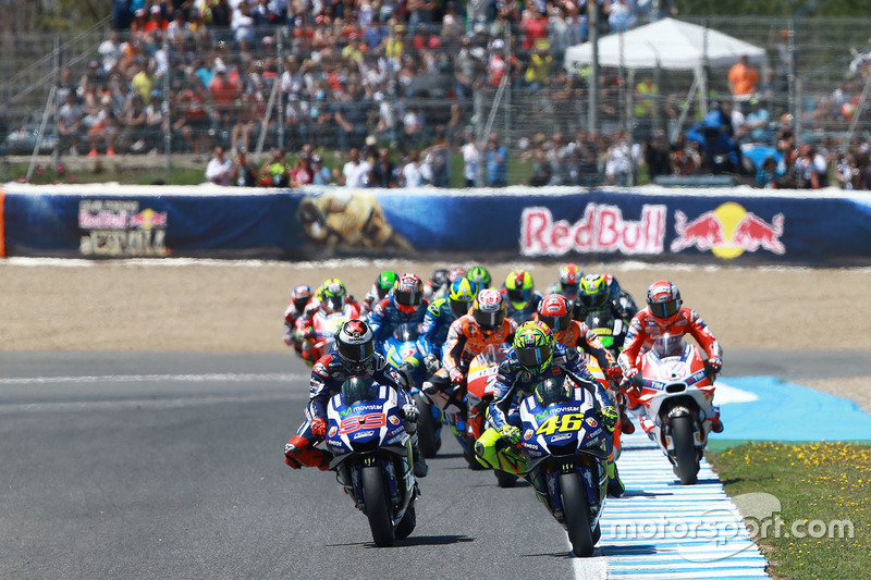 Valentino Rossi, Yamaha Factory Racing leads at the start