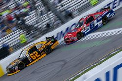 Brendan Gaughan, Richard Childress Racing Chevrolet, und Darrell Wallace Jr., Roush Fenway Racing Fo