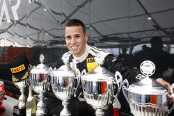 Joseph Mawson, Van Amersfoort Racing con todos los trofeos