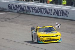 Ganador de la carrera Dale Earnhardt Jr., JR Motorsports Chevrolet