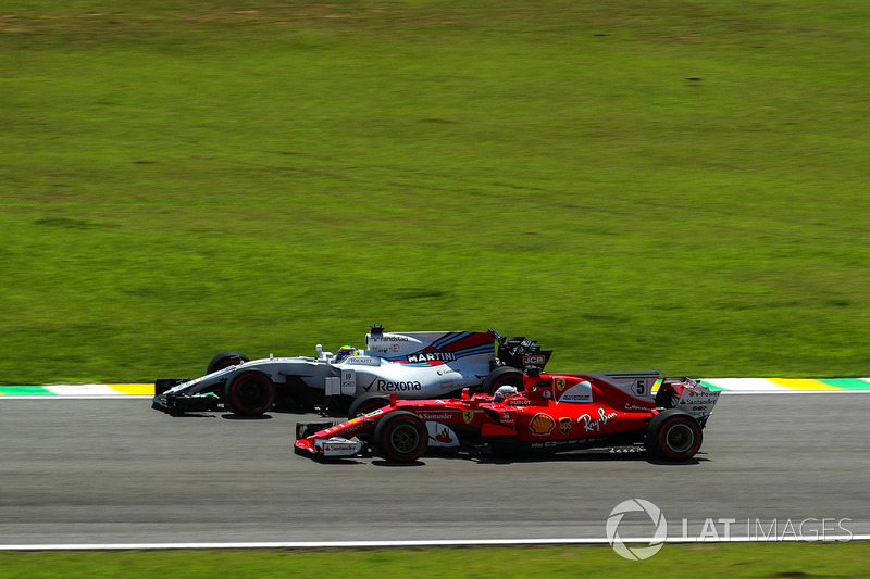 Sebastian Vettel, Ferrari SF70H y Felipe Massa, Williams FW40
