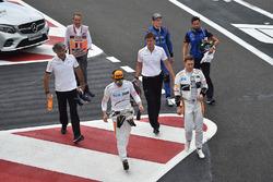 Fernando Alonso, McLaren, Stoffel Vandoorne, McLaren and Brendon Hartley, Scuderia Toro Rosso walk in after Q1
