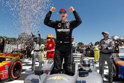 Race winner Josef Newgarden, Team Penske Chevrolet