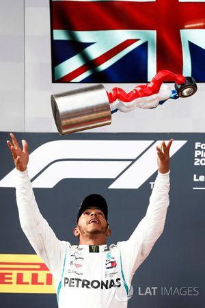 Podio: ganador de la carrera Lewis Hamilton, Mercedes AMG F1, celebra