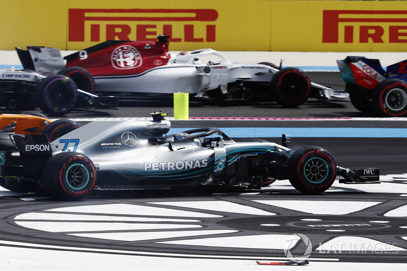 Valtteri Bottas, Mercedes AMG F1 W09, goes off the track on the first lap of the race