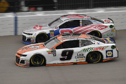 Chase Elliott, Hendrick Motorsports, Chevrolet Camaro Mountain Dew / Little Caesars and Austin Dillo