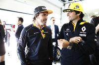 Карлос Сайнс, Renault Sport F1 Team, и Фернандо Алонсо, McLaren
