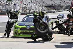 Austin Cindric, Team Penske, Ford Mustang Fitzgerald Glider Kits pits