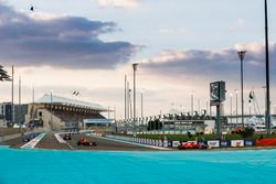 Sebastian Vettel, Ferrari SF70H, Daniel Ricciardo, Red Bull Racing RB13, Kimi Raikkonen, Ferrari SF70H