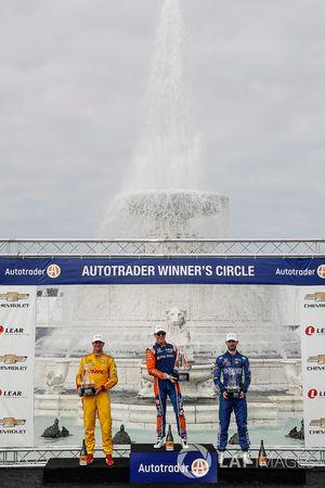 Winnaar Scott Dixon, Chip Ganassi Racing Honda viert zijn overwinning met Ryan Hunter-Reay, Andretti Autosport Honda, Alexander Rossi, Andretti Autosport Honda, podium