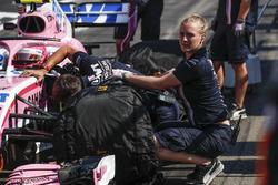 Force India F1 mechanics