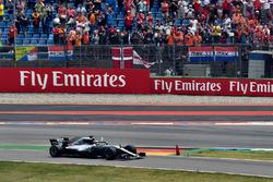 Race winner Lewis Hamilton, Mercedes-AMG F1 W09 celebrates