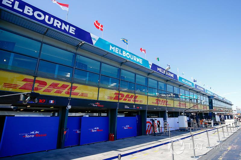 Boxes da Scuderia Toro Rosso e Haas F1 Team