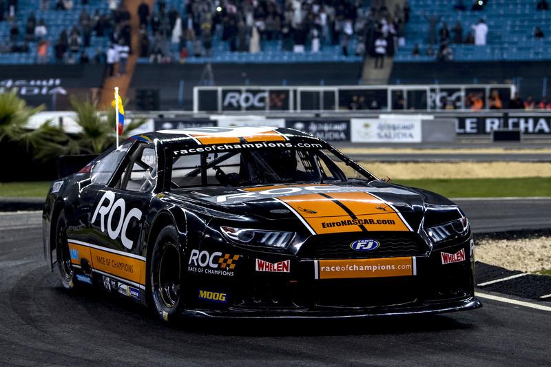 Juan Pablo Montoya del Team Latin America alla guida della Whelen NASCAR