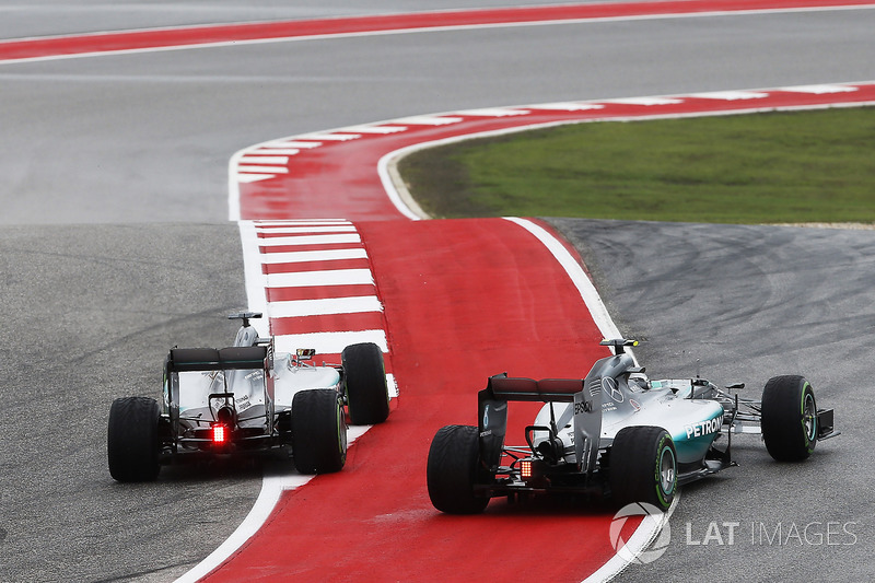 Lewis Hamilton, Mercedes F1 W06 Hybrid, and Nico Rosberg, Mercedes F1 W06 Hybrid, battle for the lea