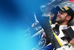 Podio: #75 Optimum Motorsport Aston Martin V12 Vantage GT3: Flick Haigh, Jonny Adam