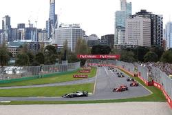 Départ : Lewis Hamilton, Mercedes-AMG F1 W09 mène