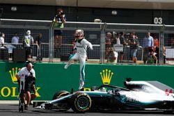 Polesitter Lewis Hamilton, Mercedes-AMG F1 W09 in parc ferme