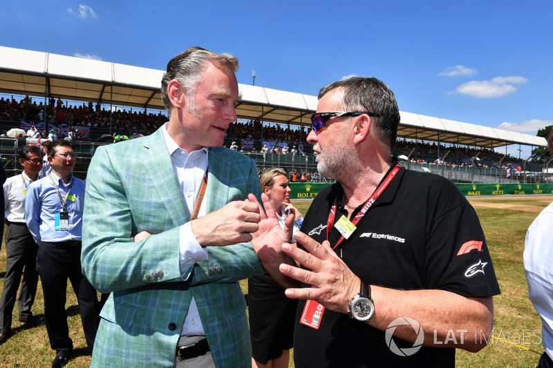 Sean Bratches, Formula One Managing Director, Commercial Operations and Paul Stoddart, on the grid