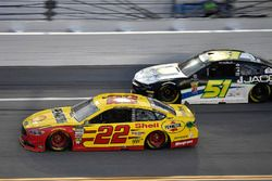 Joey Logano, Team Penske, Ford Fusion Shell Pennzoil and Ray Black Jr., Rick Ware Racing, Ford Fusion