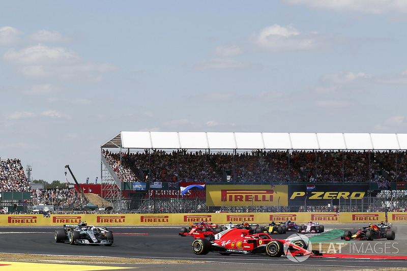 Sebastian Vettel, Ferrari SF-71H leads Max Verstappen, Red Bull Racing RB14 and Lewis Hamilton, Mercedes-AMG F1 W09