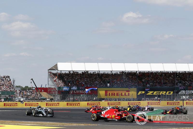Sebastian Vettel, Ferrari SF-71H lidera a Max Verstappen, Red Bull Racing RB14 y Lewis Hamilton, Mercedes-AMG F1 W09