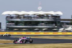 Esteban Ocon, Force India VJM11, leads Charles Leclerc, Sauber C37