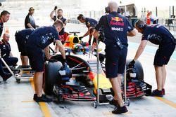 Daniel Ricciardo, Red Bull Racing, au stand