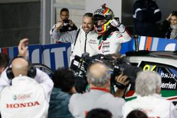 Race winner Esteban Guerrieri, Honda Racing Team JAS, Honda Civic WTCC with Tiago Monteiro, Honda Racing Team JAS, Honda Civic WTCC