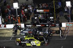 Matt Tifft, Joe Gibbs Racing Toyota, Erik Jones, Joe Gibbs Racing Toyota, pit stop