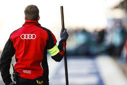 Un mécanicien Audi