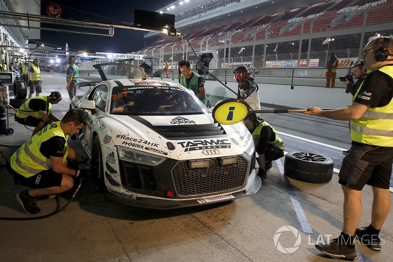 Pit stop, #247 Phoenix Racing Audi R8 LMS GT4: Adderly Fong, Marchy Lee, Shaun Thong, Darryl O'Young, Charles Kwan
