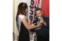 Martin Bürki von Miss Yokohama 2017 bei der ASS-Verleihung in Bern ausgezeichnet