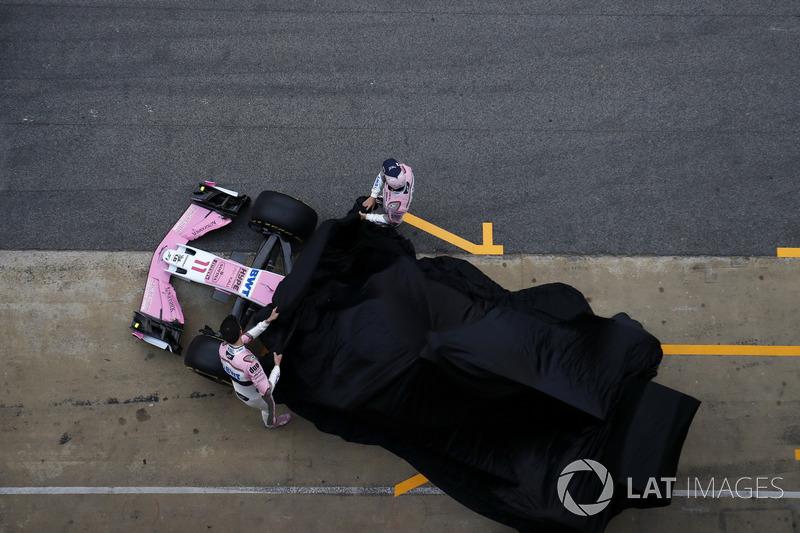 Sergio Perez, Sahara Force India et Esteban Ocon, Sahara Force India F1 dévoilent la nouvelle Sahara Force India VJM11