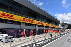 Red Bull Racing boxes y pantallas de garaje