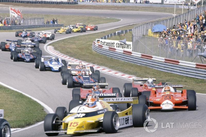 Salida: Jean-Pierre Jabouille, Renault RE20, delante de Nelson Piquet, Brabham BT49-Ford Cosworth, Bruno Giacomelli, Alfa Romeo 179B, Gilles Villeneuve, Jody Scheckter, Ferrari 312T5, Mario Andretti, Lotus 81-Ford Cosworth, John Watson, McLaren M29C-Ford Cosworth, Didier Pironi, Ligier JS11/15-Ford Cosworth, Elio de Angelis, Lotus 81-Ford Cosworth, Riccardo Patrese, Arrows A3-Ford Cosworth, Jean-Pierre Jarier, Tyrrell 010-Ford Cosworth, Eddie Cheever, Osella FA1-Ford Cosworth, y Nigel Mansell, Lotus 81B-Ford Cosworth