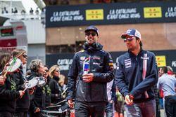 Daniel Ricciardo, Red Bull Racing et Sergio Perez, Force India durant la parade des pilotes